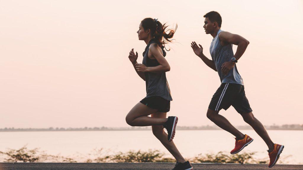 من خلال التمرين عدة مرات في الأسبوع، لن تحسّن فقط وضعك الصحي، بل ستحسن أيضاً حياتك الجنسية وتجعل أداءك الجنسي أفضل ومن الفوائد التي تحققها الرياضة للحياة الجنسية