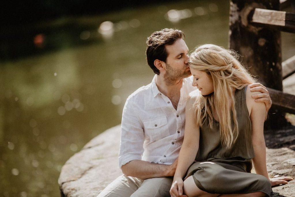 أن الحديث عن الجنس مع شريك العمر خلال الحياة الزوجية أو حتى في المراحل التي تسبقها أمر ليس بالسهل اليسير