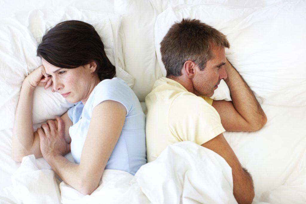 أن رغبة الزوج في ممارسة العلاقة الحميمة باستمرار تجعل الزوجة تشعر بأنها مجرد أداة لتنفيس عن رغباته الجنسية