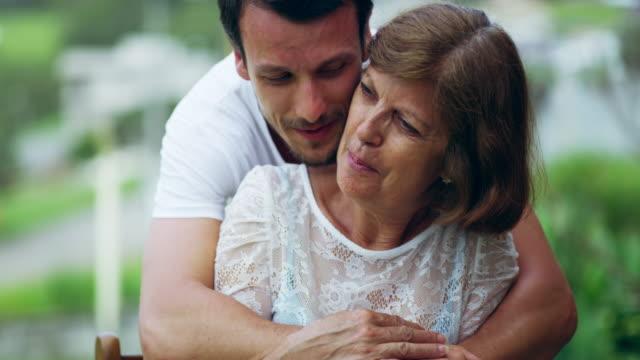 يميل الأطباء إلى التركيز على الجوانب الفيزيولوجية للنساء حيث أنهن يتعرضن إلى جفاف المهبل