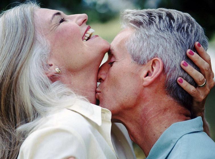 ومن الأسباب التي تمنع من الممارسة الجنسية عند التقدم في العمر بين النساء وجود عدد من الأسباب العضوية أو الصحية لدى الزوج